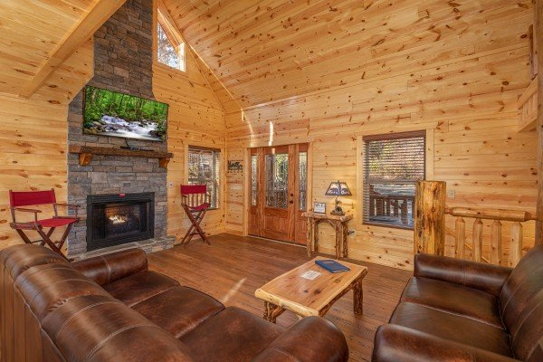 Living room with fireplace and TV at Pinot Splash, a 4 bedroom cabin rental located in Gatlinburg