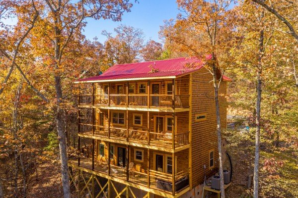 Rear exterior of cabin at Pinot Splash, a 4 bedroom cabin rental located in Gatlinburg
