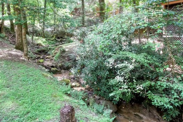 Creek at Creekside Comfort, a 3-bedroom cabin rental located in Pigeon Forge