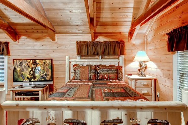 Bed with custom bear decor at Creekside Comfort, a 3-bedroom cabin rental located in Pigeon Forge