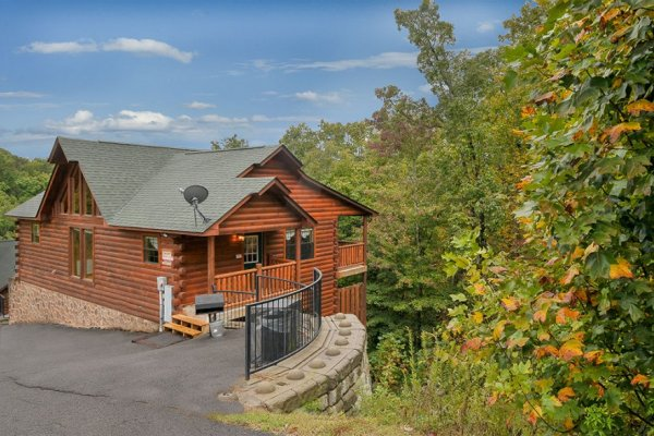 Family Ties Lodge, a 4-bedroom cabin rental located in Pigeon Forge